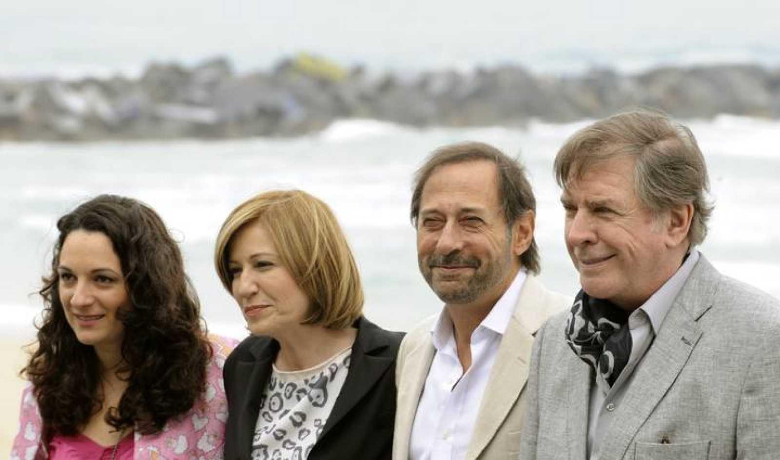 La directora de 'Los Marziano' Ana Kayz, junto a los actores Mercedes Moran, Guillermo Francella y Arturo Puig