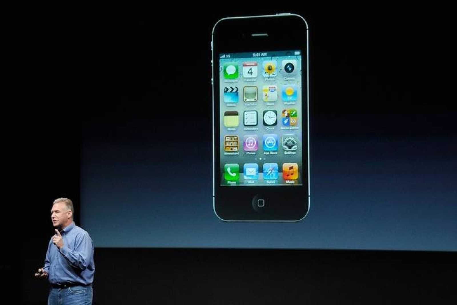 El iPhone 4S, la última versión del popular 'smartphone' de Apple ha sido presentado por Phillip Schiller, uno de los vicepresidentes de la compañía