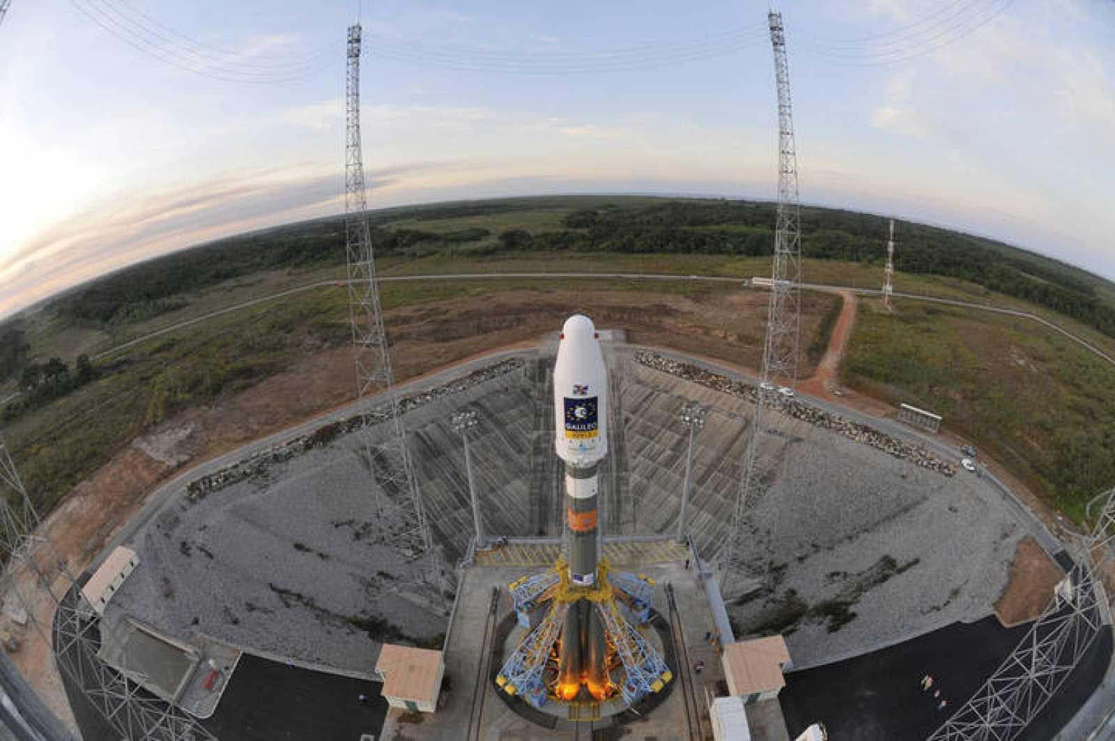 Uno de los satélites Galileo preparado para el lanzamiento