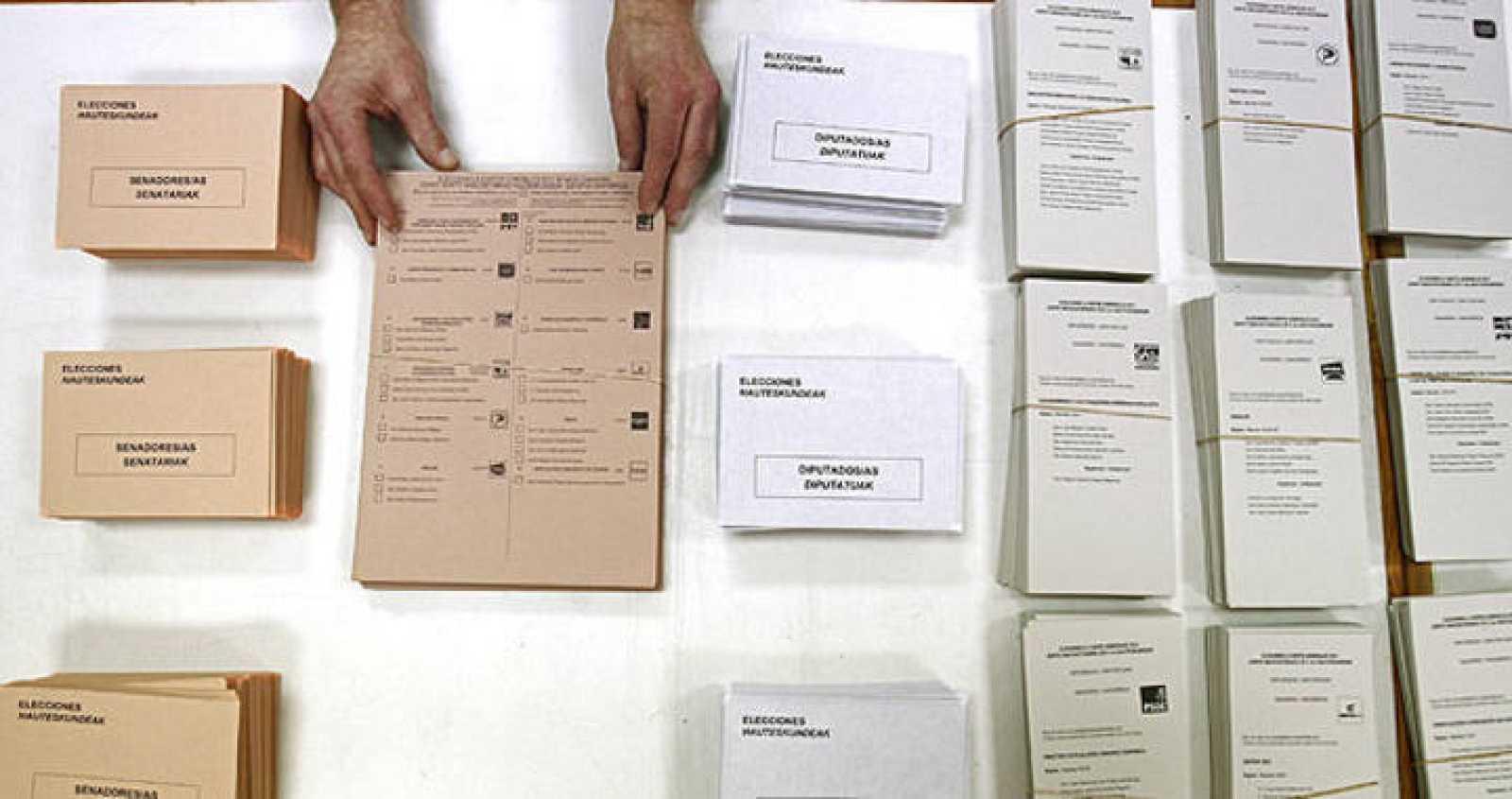 Algunos colegios de Pamplona han comenzado esta mañana la colocación de urnas y papeletas