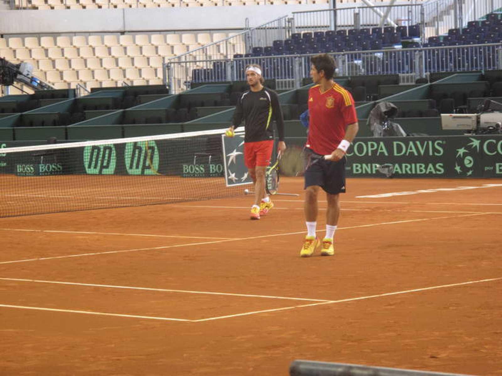 Fernando Verdasco, con la Roja, entrena junto a Feliciano López (al fondo)