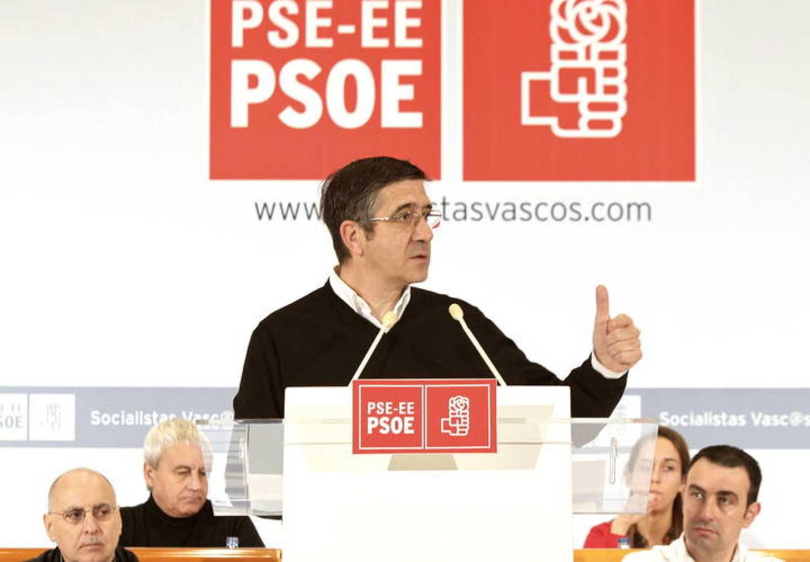 "EL LEHENDAKARI AFIRMA QUE ACABARÁ LA LEGISLATURA ""LE PESE A QUIEN LE PESE"""