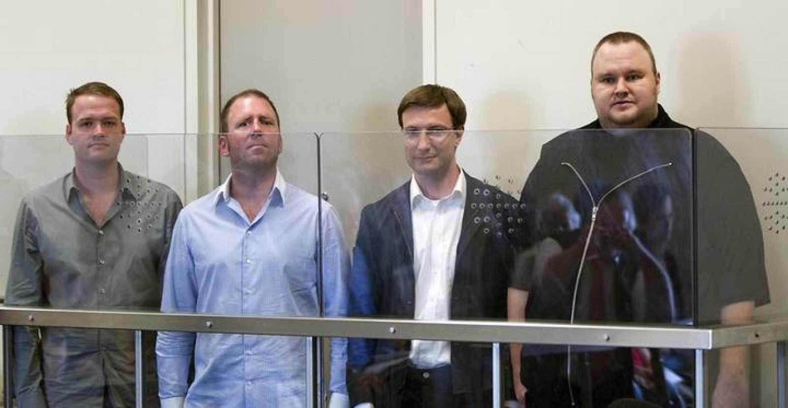 Bram van der Kolk, Finn Batato, Mathias Ortmann y el fundador de la popular página de descargas MegaUpload, Kim Schmitz, están en prisión preventiva