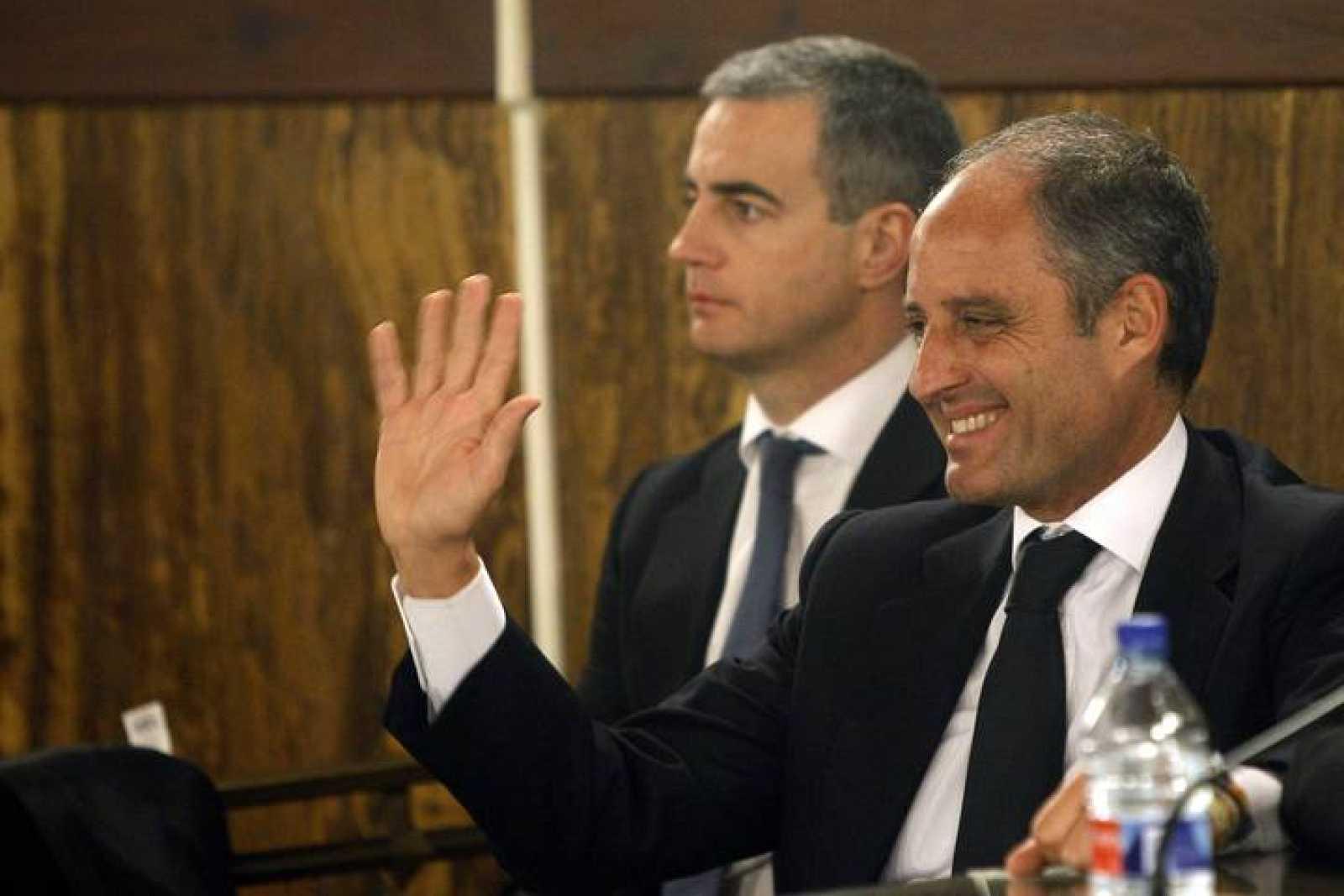 Camps y Costa durante la lectura del veredicto que les declaró no culpables por los trajes de Gürtel