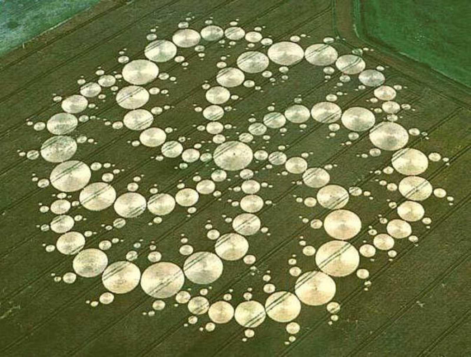 Una de las imágenes de los círculos de las cosechas tomada en 2004 de 240 metros