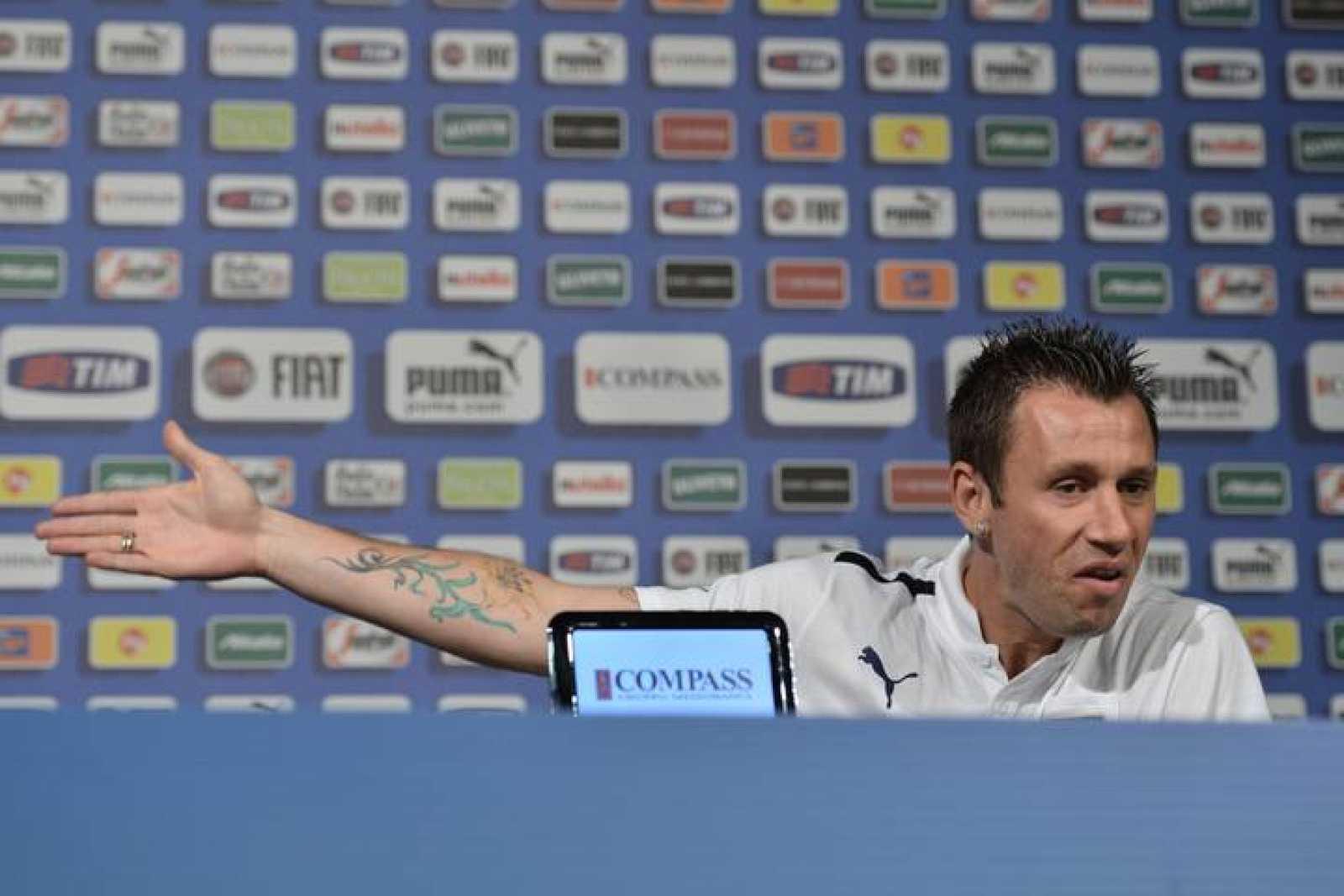 El jugador italiano Antonio Cassano durante la rueda de prensa.
