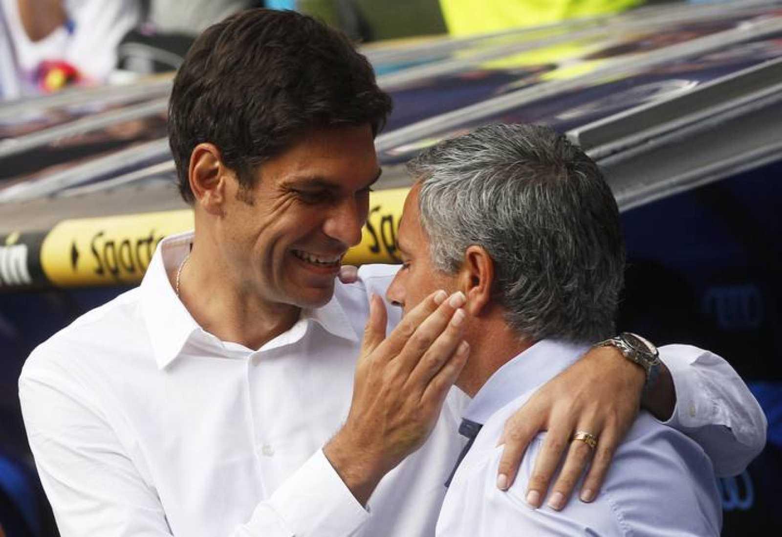 Pellegrino y Mourinho se saludan antes del inicio del partido Real Madrid - Valencia CF
