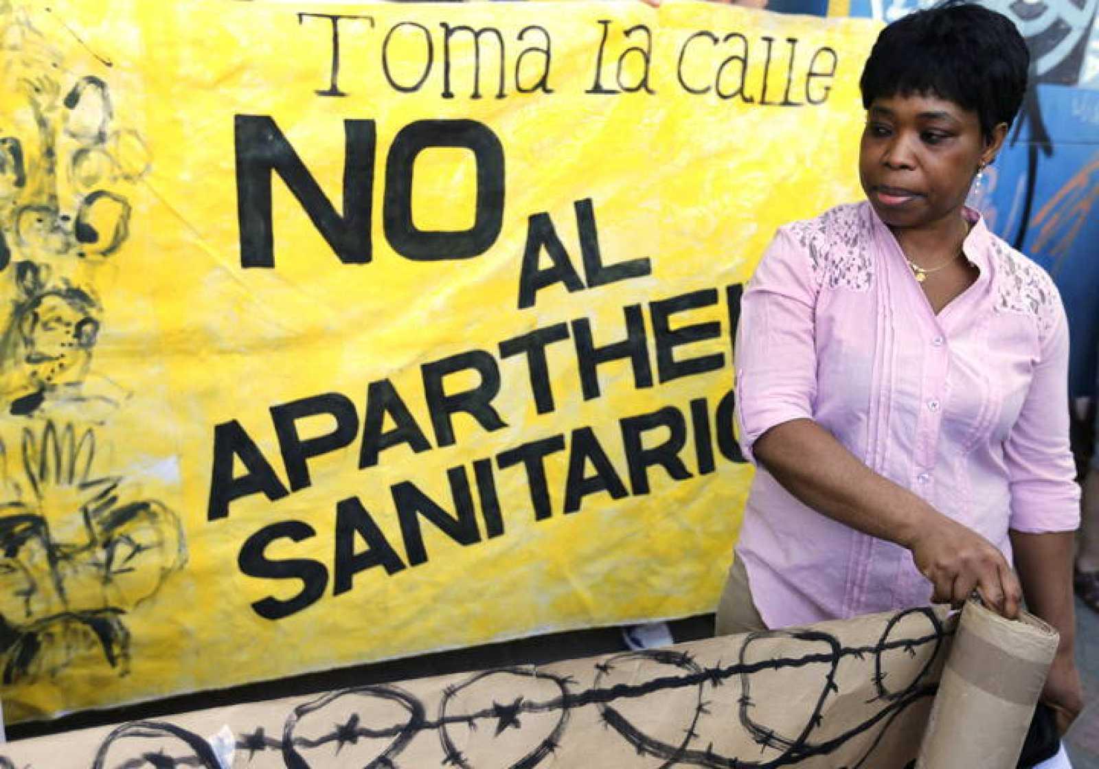Colectivos de apoyo a inmigrantes protestan contra su exclusión de la Sanidad