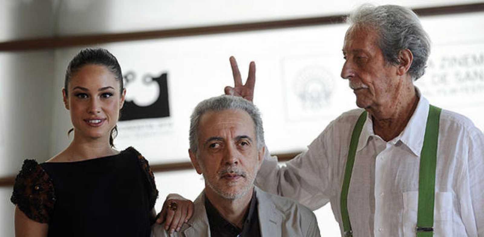 Aida Folch, Fernando Trueba y Jean Rochefort han presentado 'El artista y la modelo' en San Sebastián
