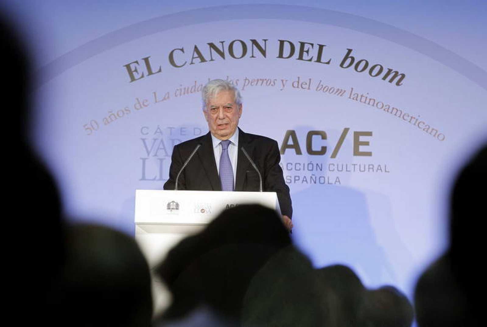 """Los príncipes de Asturias y Vargas Llosa inauguran el congreso sobre """"El canon del 'boom'"""""""
