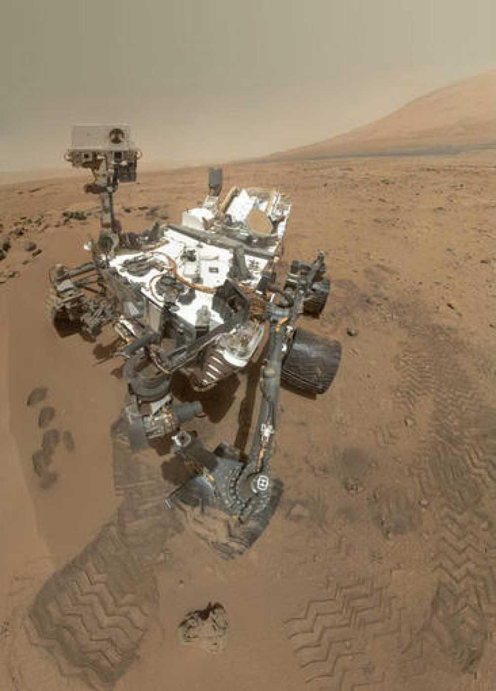"""""""Autorretrato"""" de Curiosity sobre la superficie de Marte."""