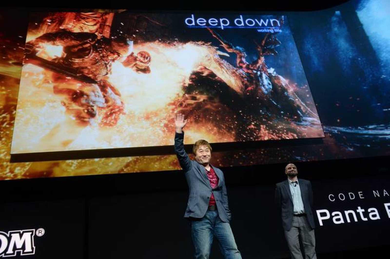 El productor japonés de videojuegos, Yoshinori Ono talks, en la presentación de la PS4.