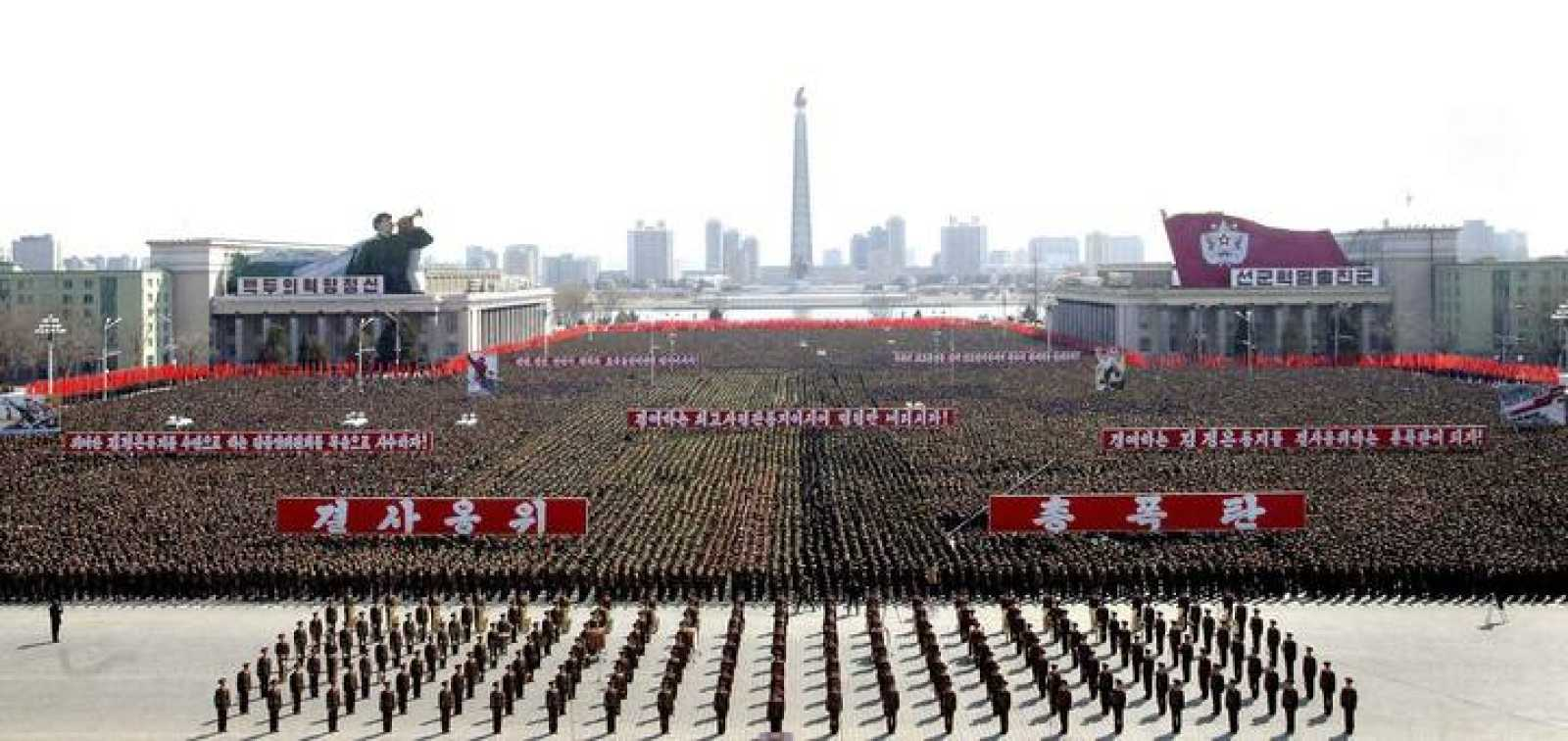 El ejército de Corea del Norte, concentrado en la plaza de Kim Il Sung, en Pyongyang