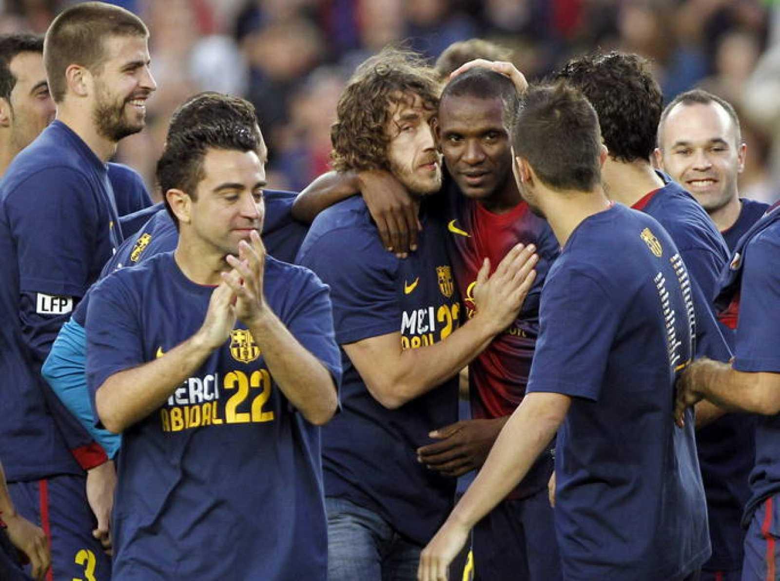 Los jugadores del FC Bracelona despiden al francés Eric Abidal
