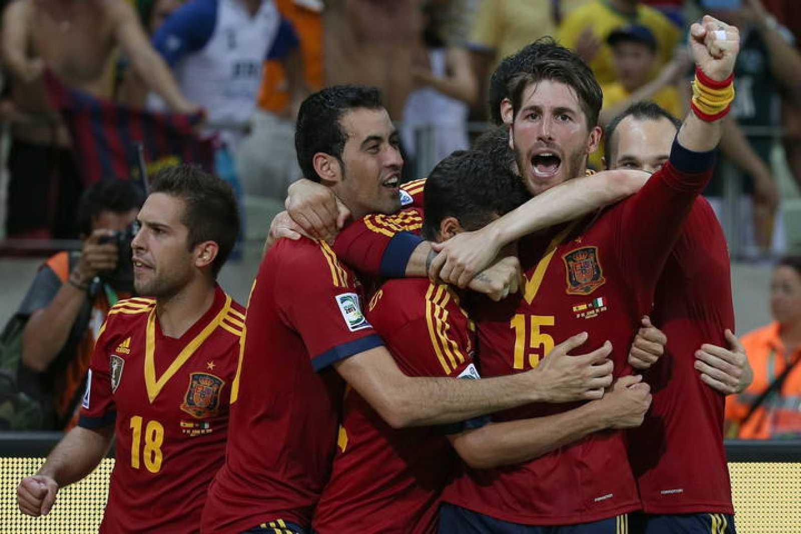 España celebra el pase a la final de la Confederaciones.