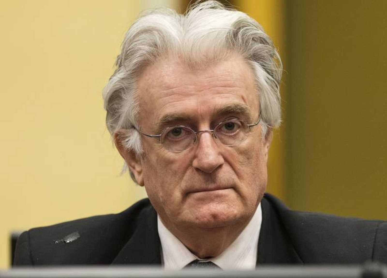 El exdirigente serbo-bosnio Radovan Karadzic, en el tribunal que le juzgada en La Haya