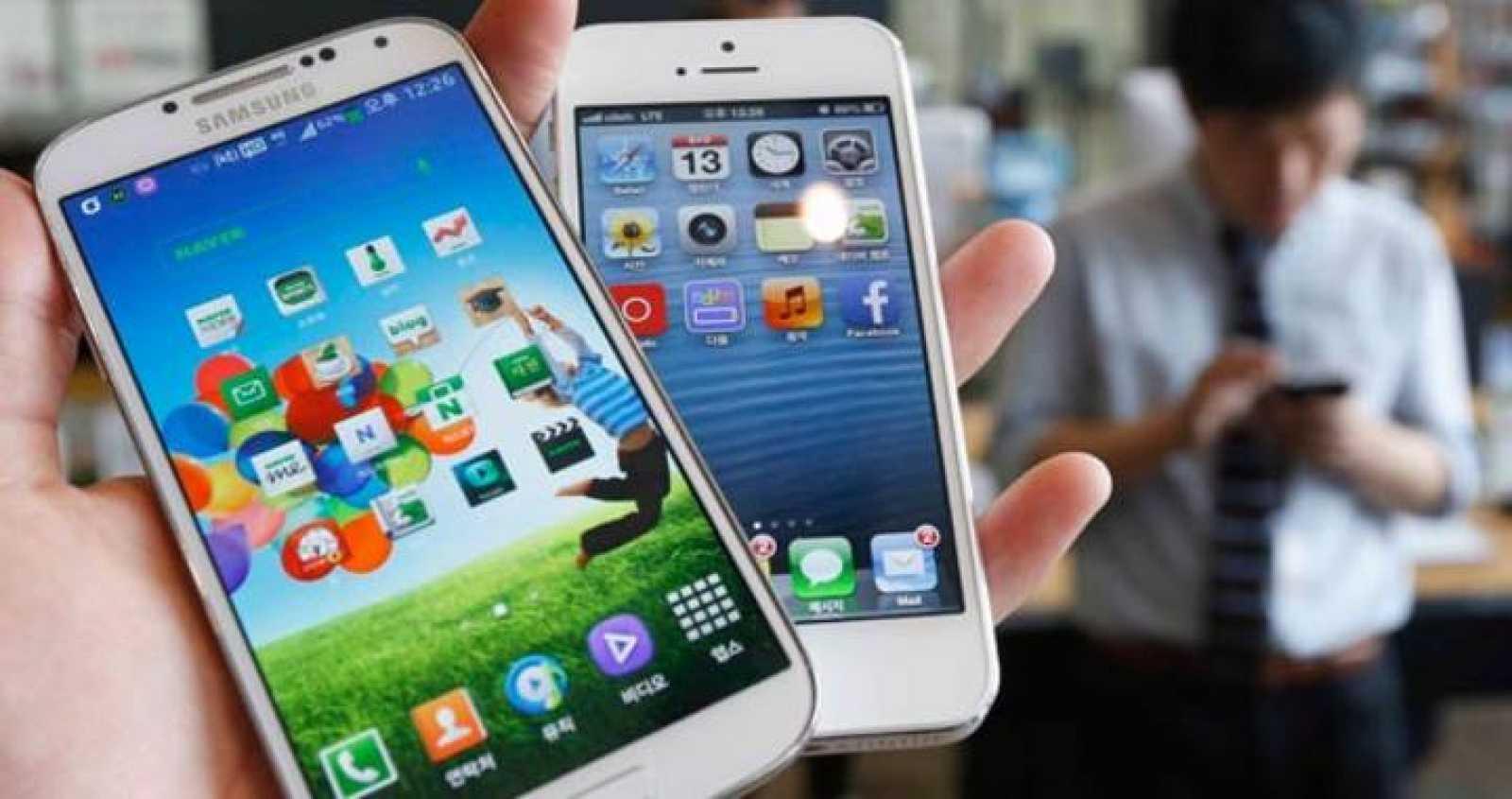 El Galaxy S 4 de Samsung y el iPhone 5 de Apple