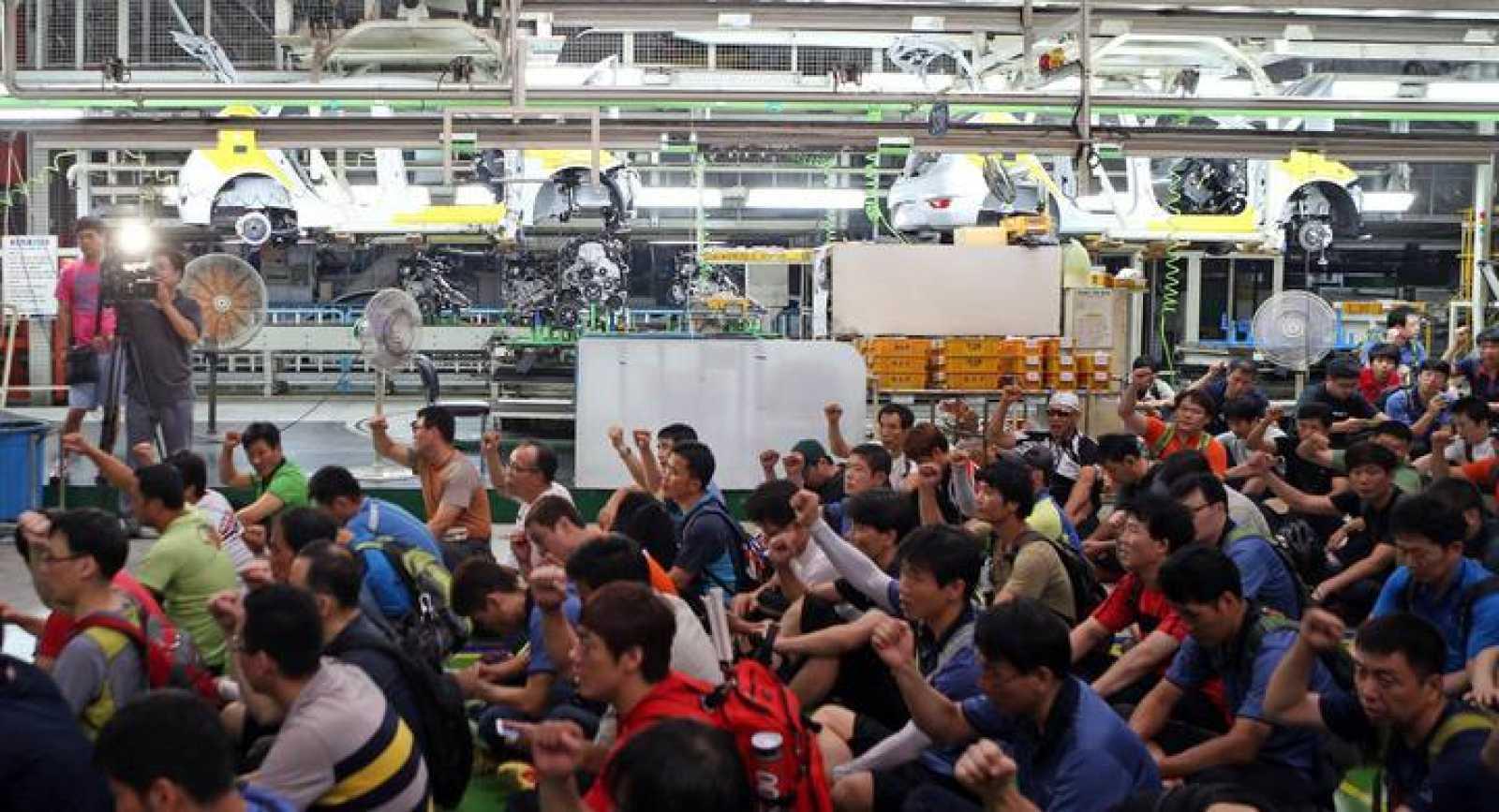 Unos 12.000 trabajadores han parado a medio día durante dos horas