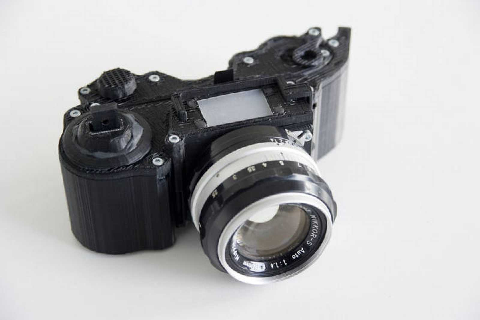 Cámara OpenReflex, con aspecto de cámara analógica.