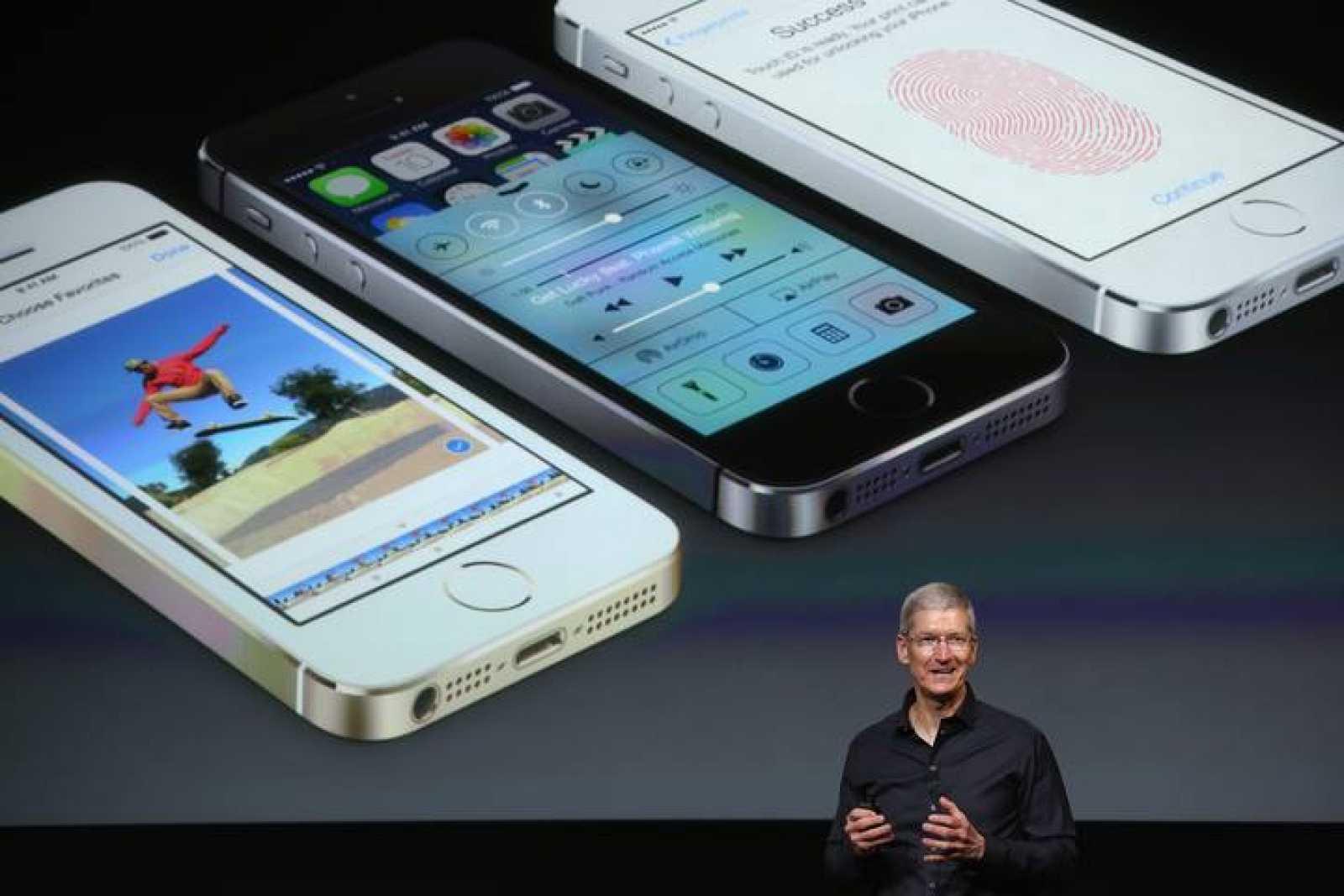 Al conocido color blanco y negro del iPhone, se une el color champán.