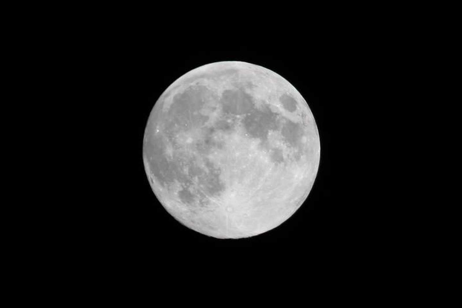 La edad de la luna estaría entre los 4.400 y los 4.450 millones de años