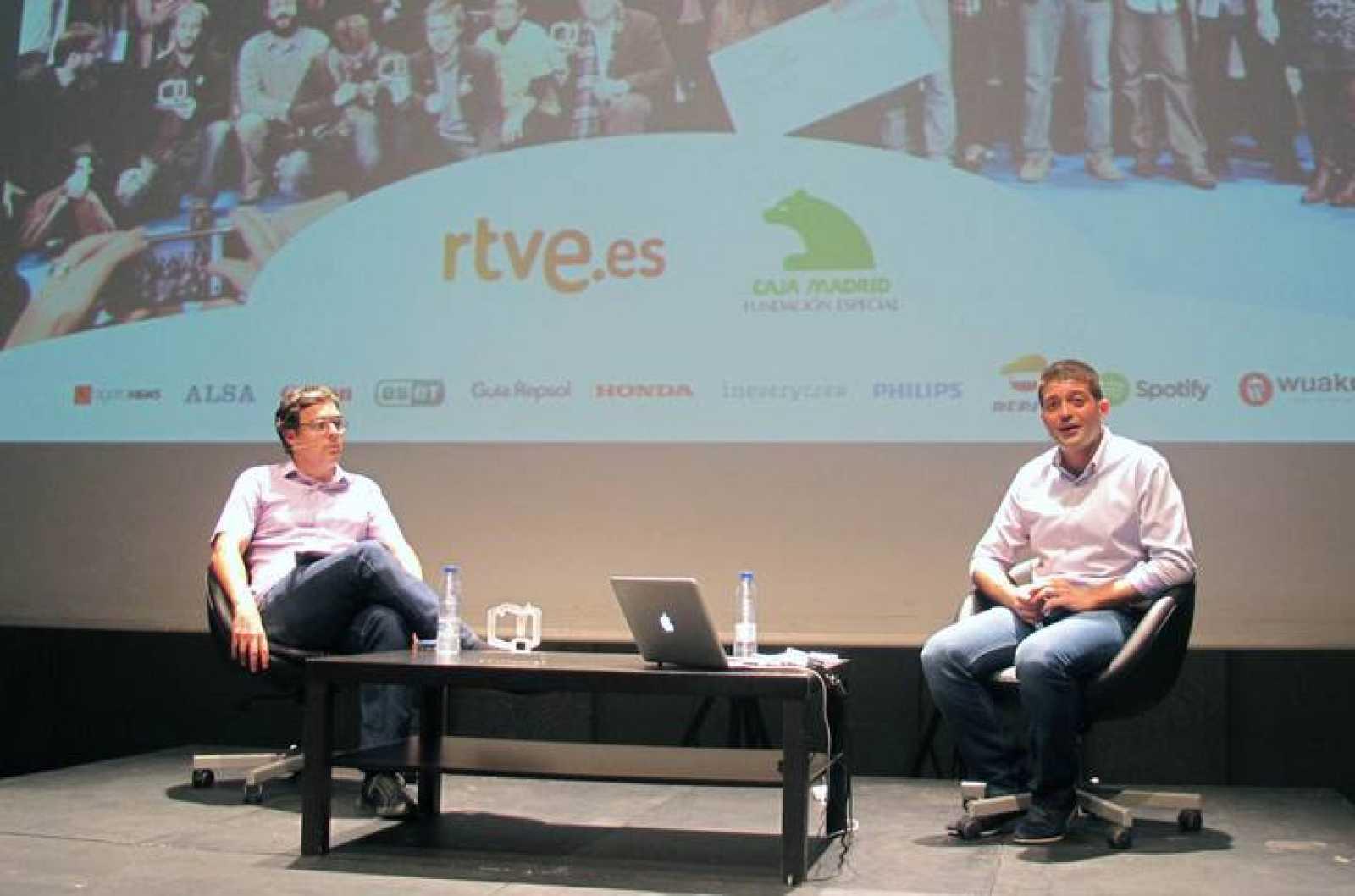 Ignacio Gómez, de RTVE.es y Raúl Ordóñez, de Bitacoras.com en la presentación de los Premios Bitácoras 2013.