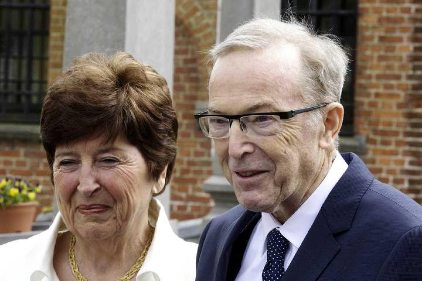 Fotografía de archivo de Wilfried Martens, presidente del Partido Popular Europeo, y su esposa Miet Smet