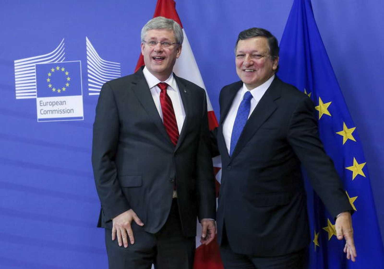 EL PRIMER MINISTRO CANADIENSE VISITA BRUSELAS