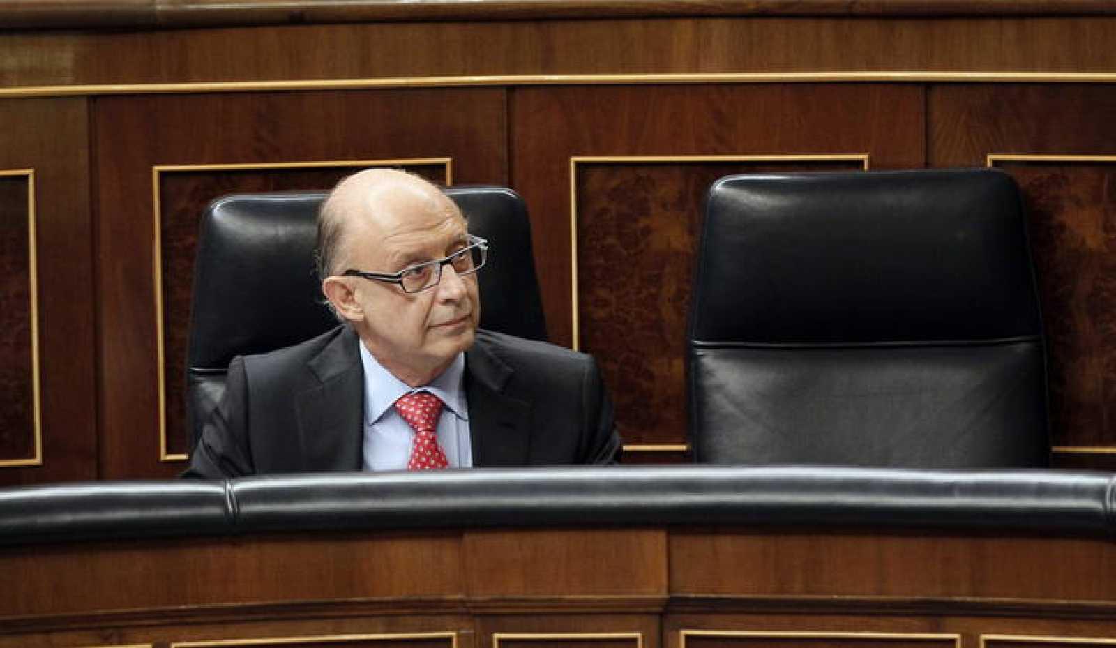 El ministro de Hacienda, Cristóbal Montoro, en su escaño del Congreso