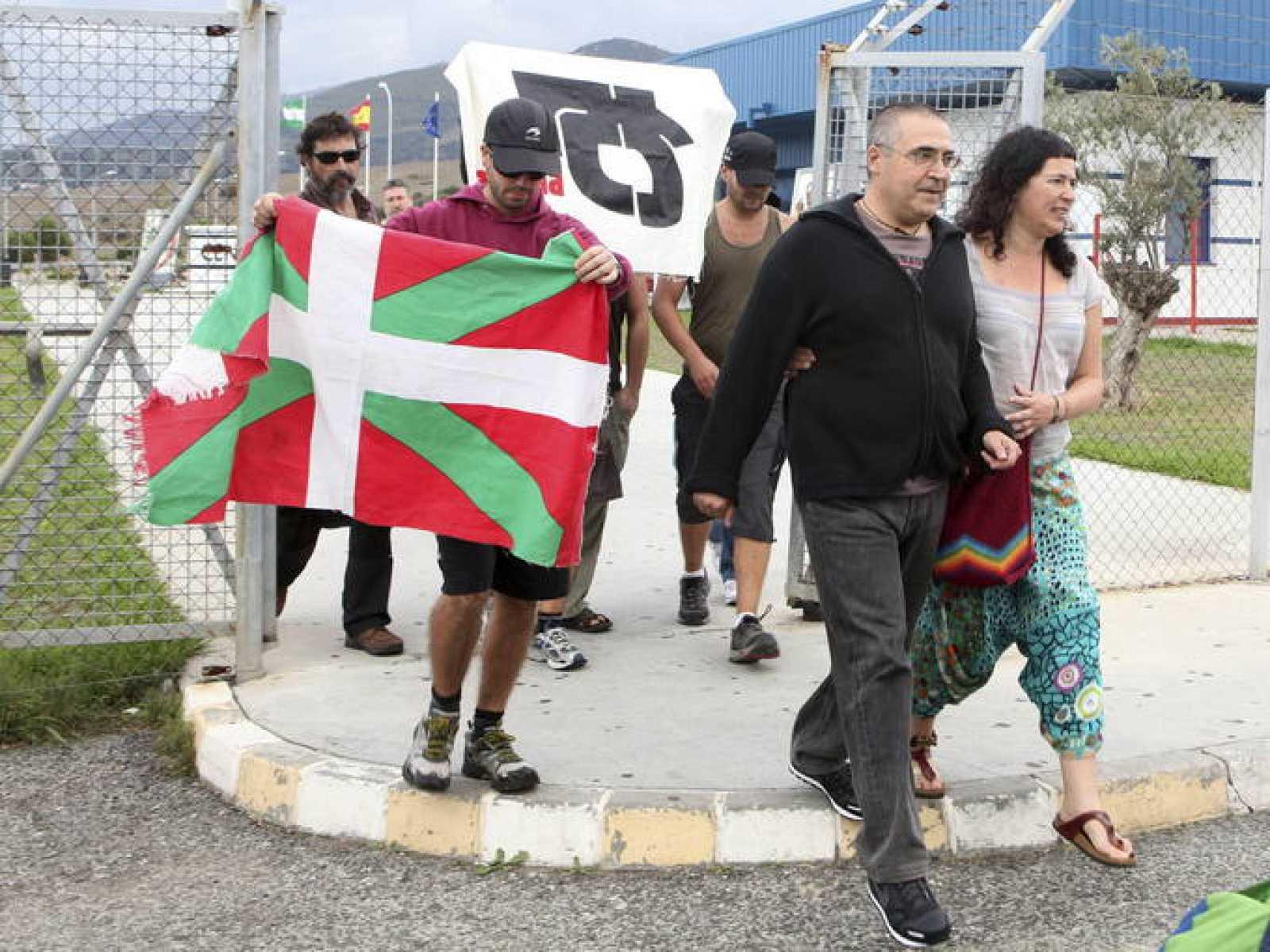 El etarra Juan Manuel Piriz López saliendo de la cárcel de Botafuegos en Algeciras.