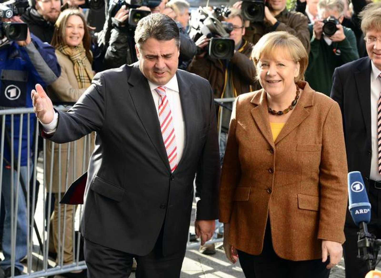 La canciller alemana Angela Merkel y el líder del SPD, Sigmar Gabriel, en una imagen del pasado 30 de octubre