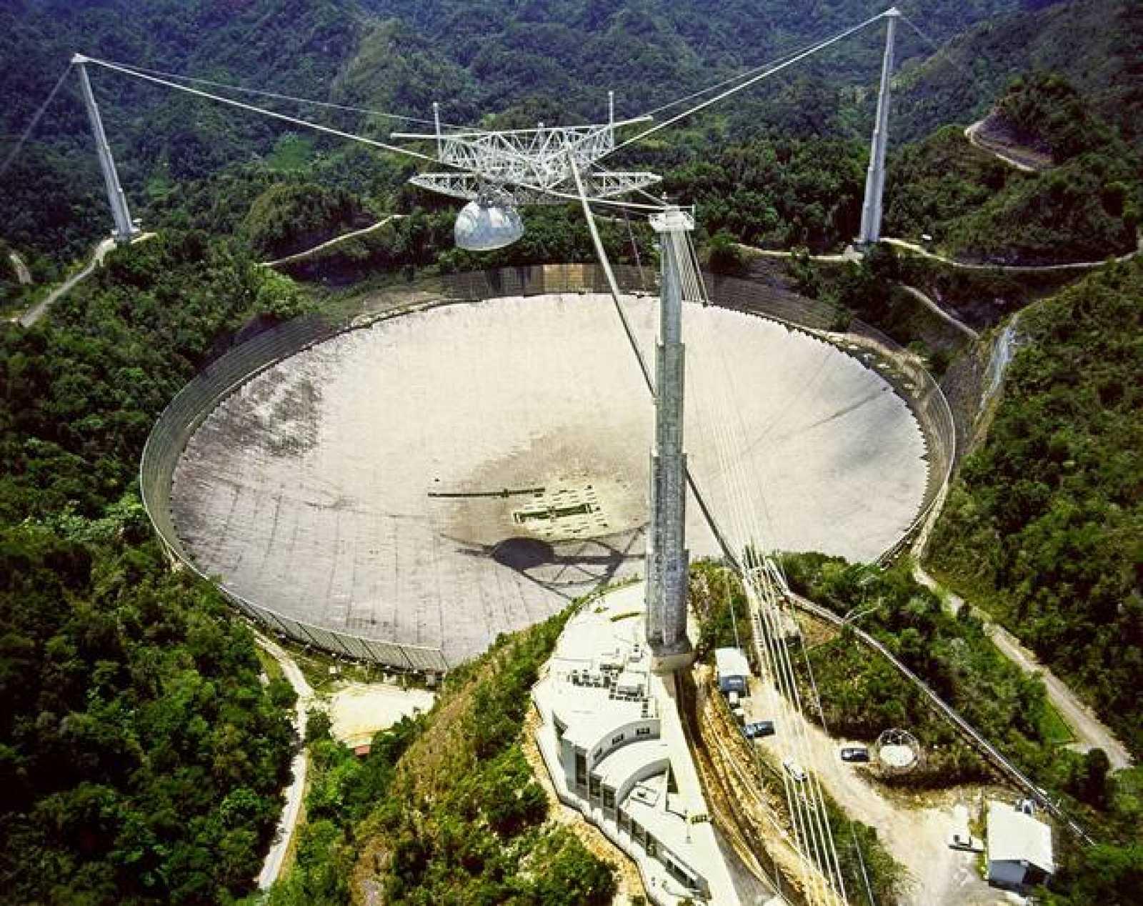 Vista aérea del radiotelescopio Arecibo