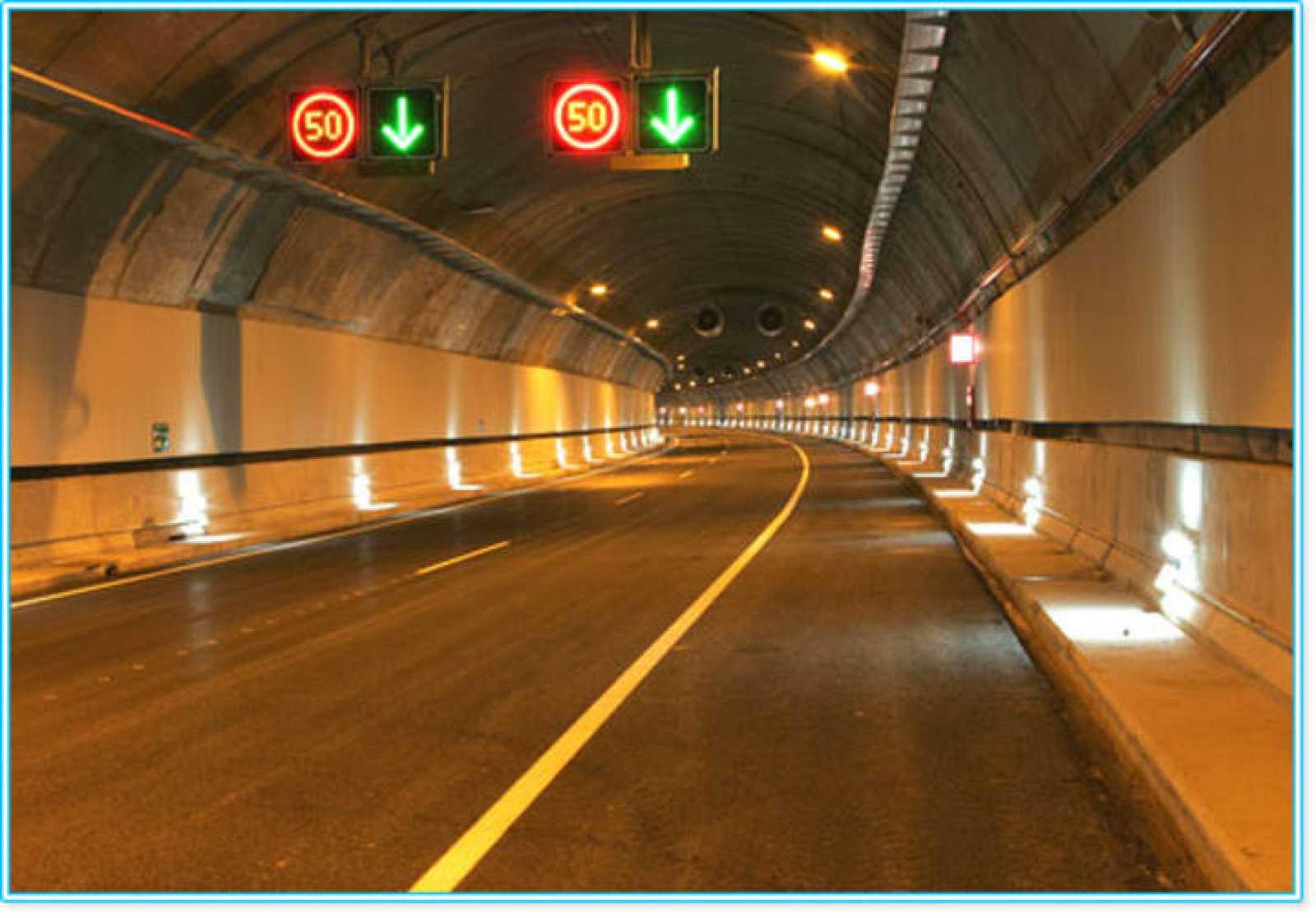 La M-12, autopista de peaje que da acceso a la Terminal 4 del aeropuerto de Madrid-Barajas