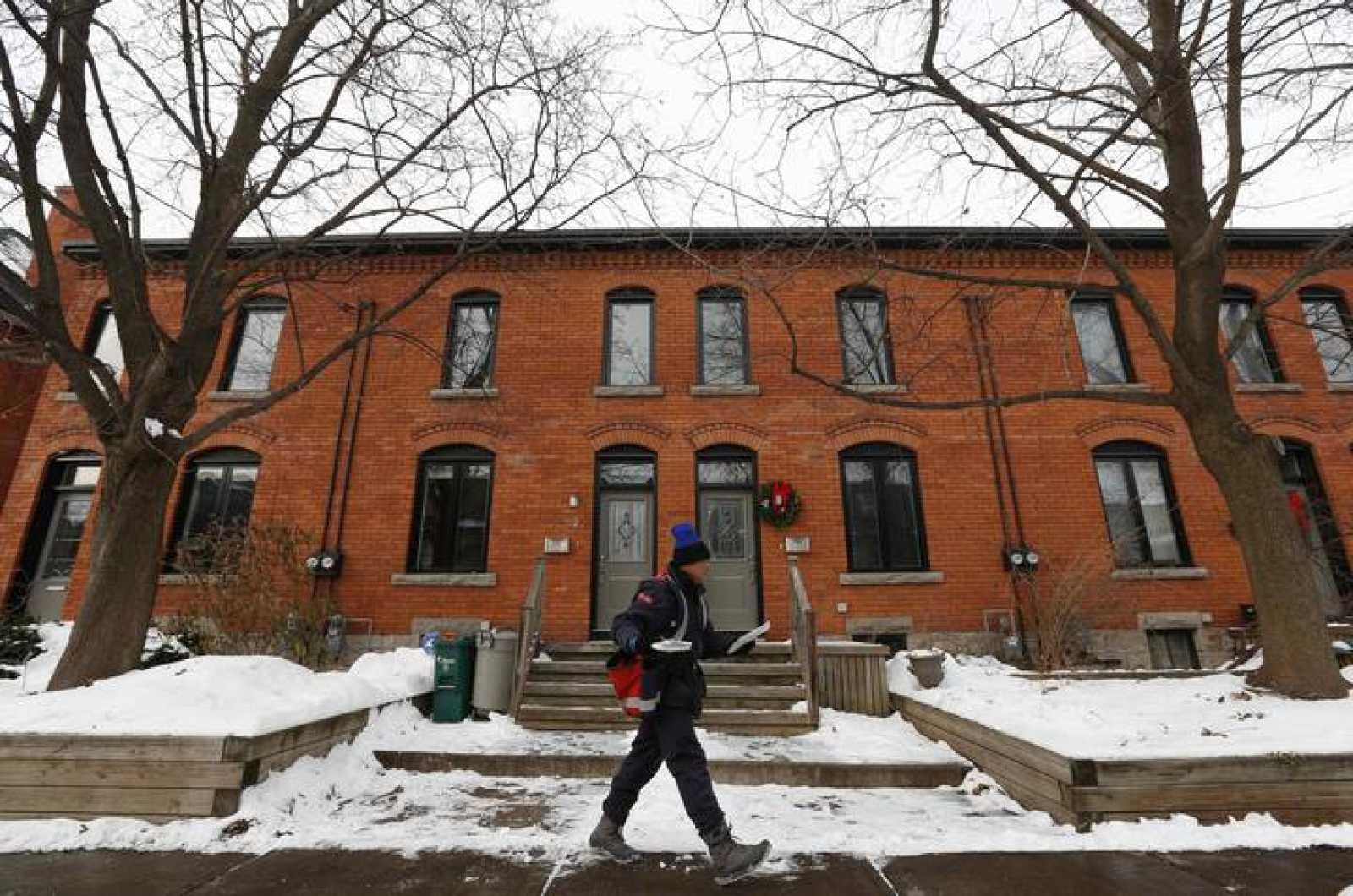 Un cartero canadiense reparte el correo en Ottawa