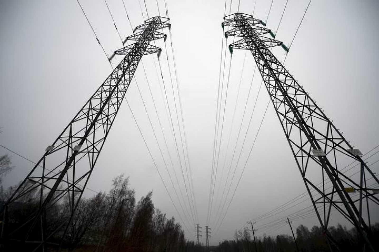 Torres de distribución de electricidad de alta tensión