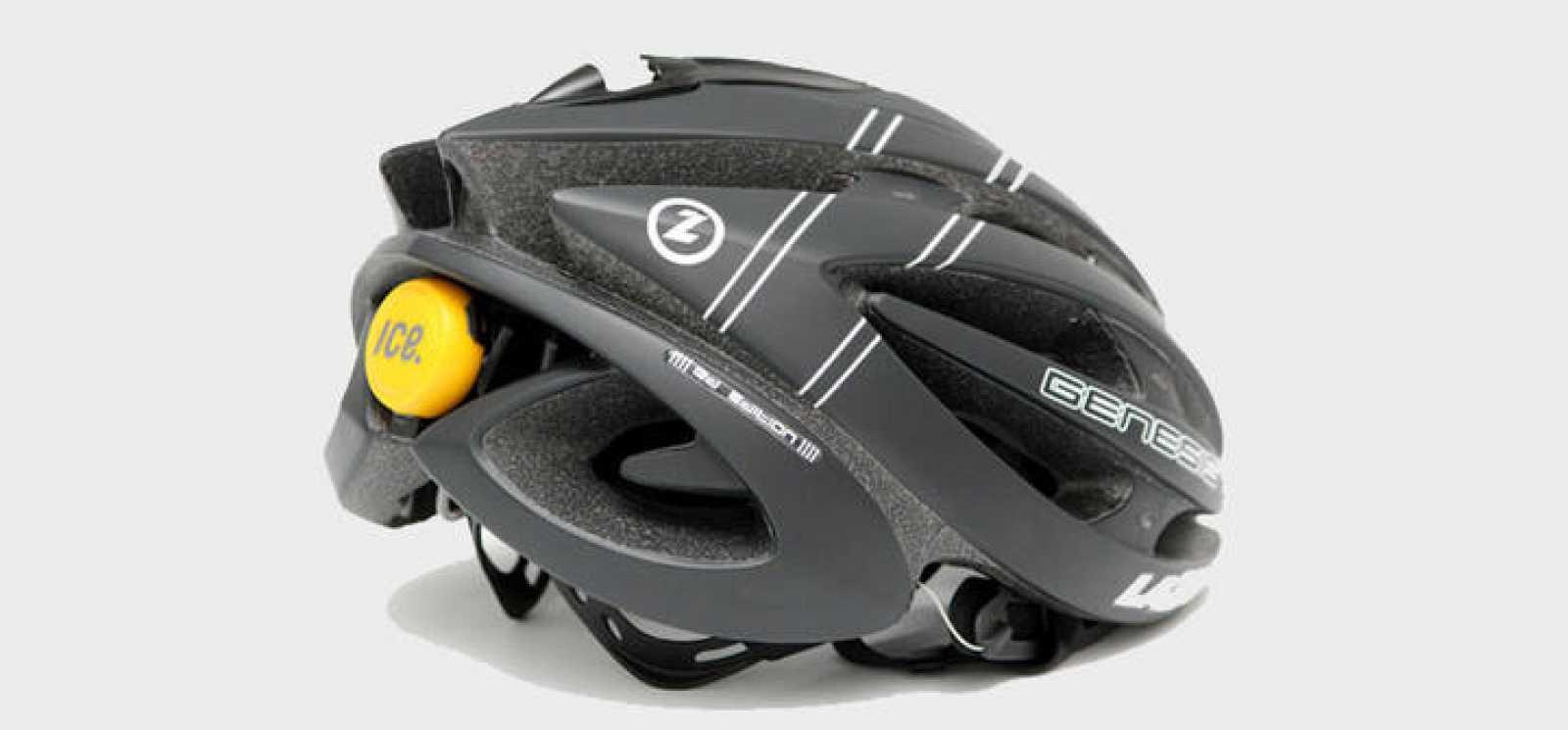 Un casco con el sensor que avisa a emergencias en caso de accidente.