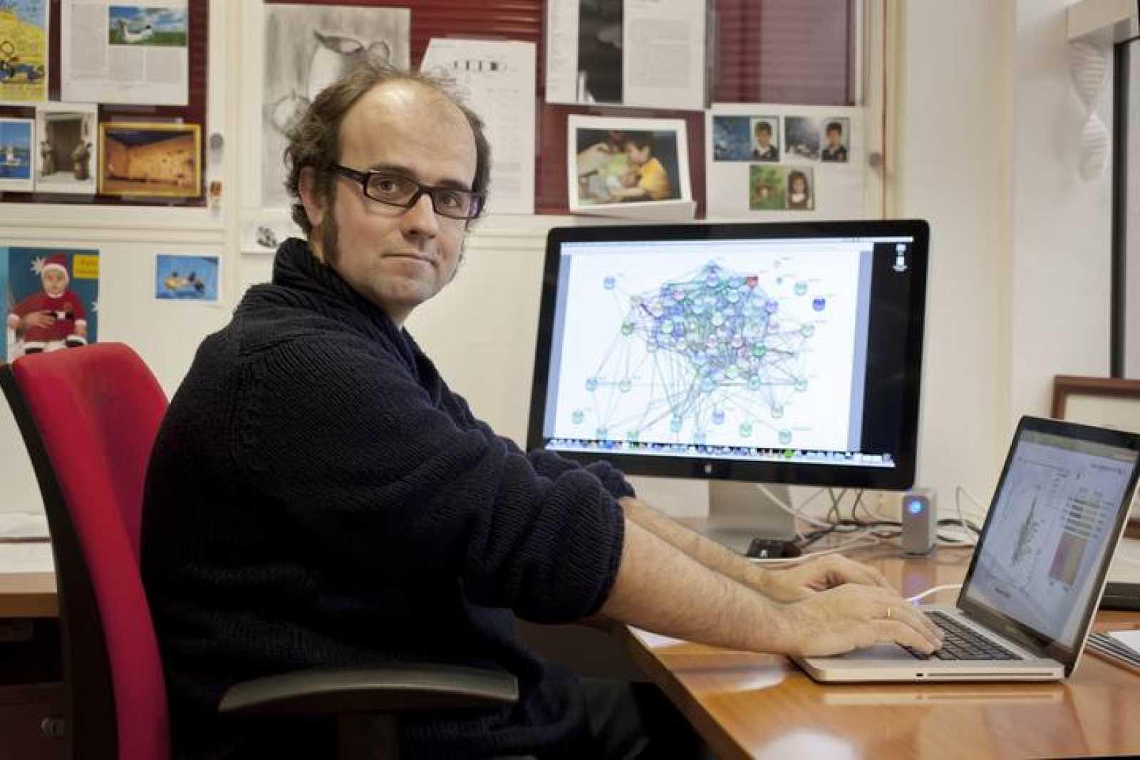El bioquímico Óscar Fernández-Capetillo en su despacho del CNIO.