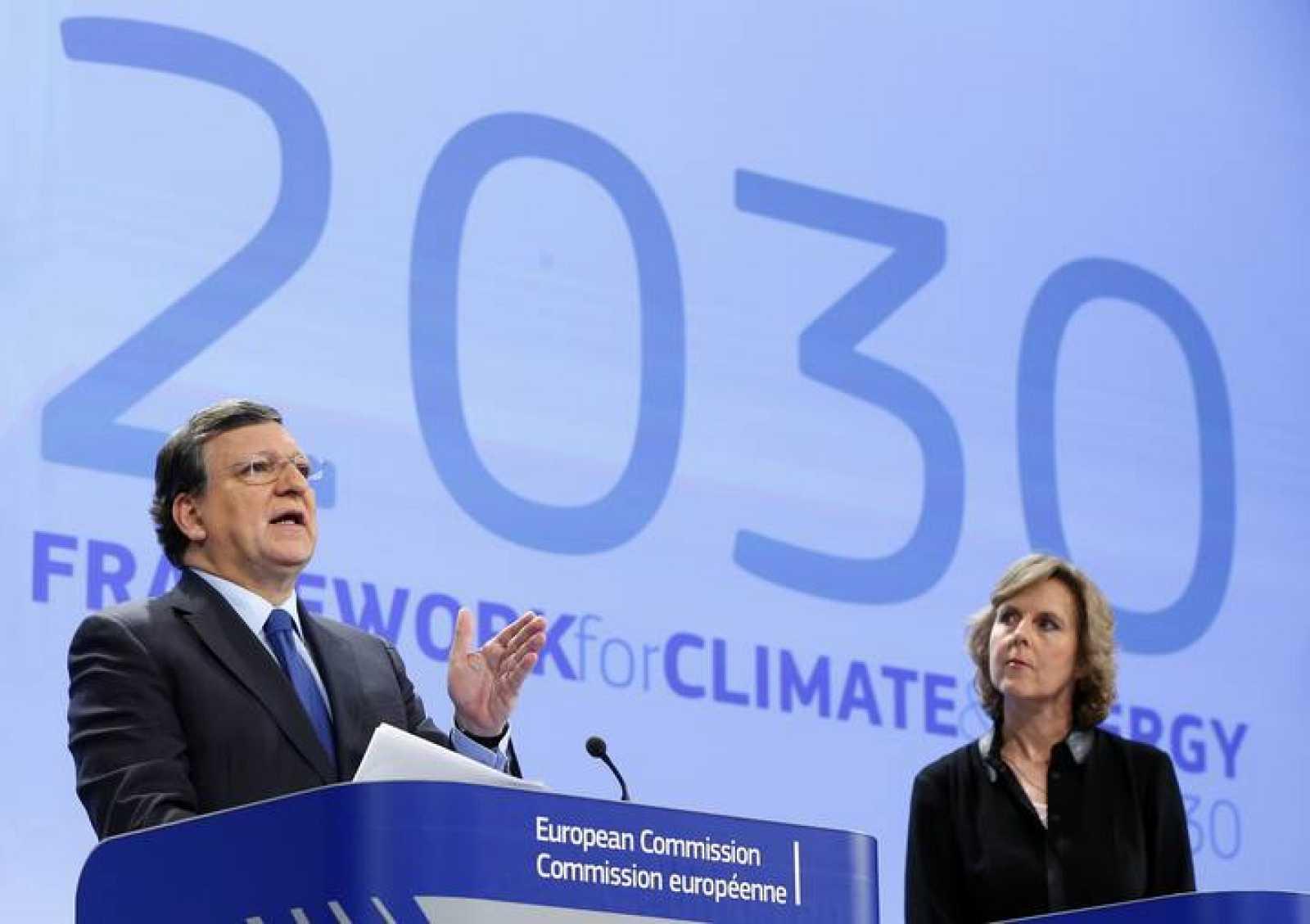 El presidente de la Comisión Europea, Jose Manuel Barroso y la comisaria europea de Acción por el Clima, Connie Hedegaard.