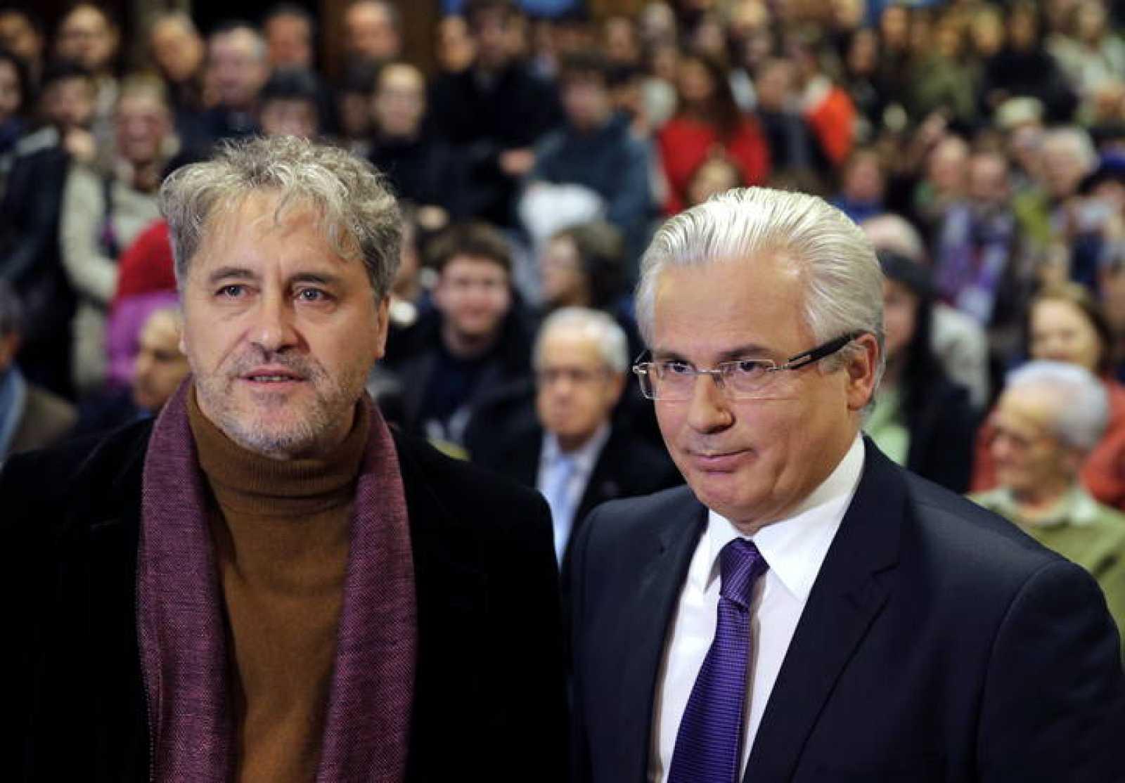 El exjuez de la Audiencia nacional Baltasar Garzón y Manuel Rivas,antes de participar en su ponencia.
