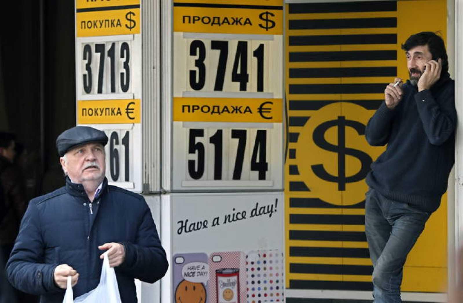 El rublo cae a mínimos históricos