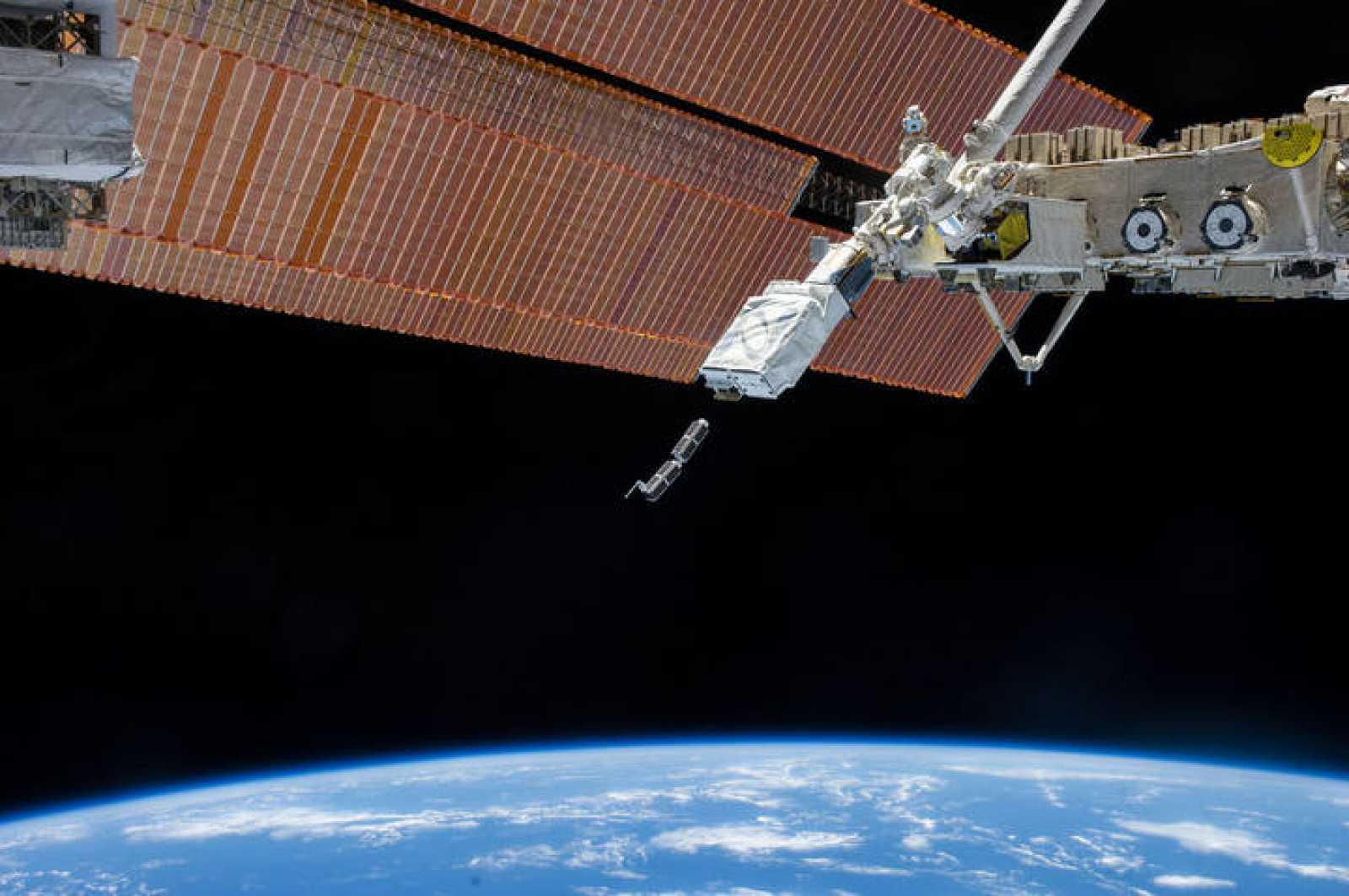 Lanzamiento de dos Cubesats de 30x10x10 centímetros desde la Estación Espacial Internacional
