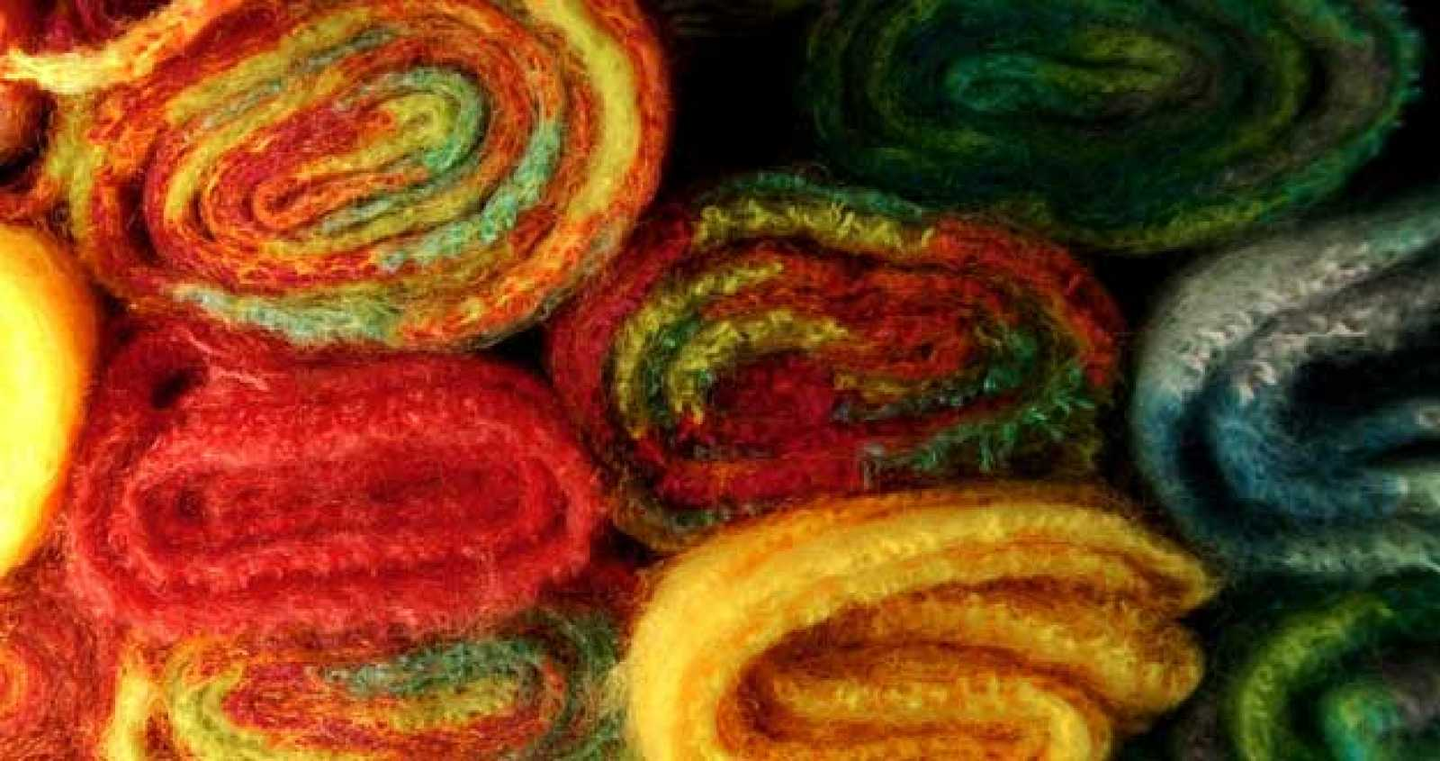 Las larvas de las polillas de la ropa se alimentan de queratina, una proteína presente en tejidos naturales