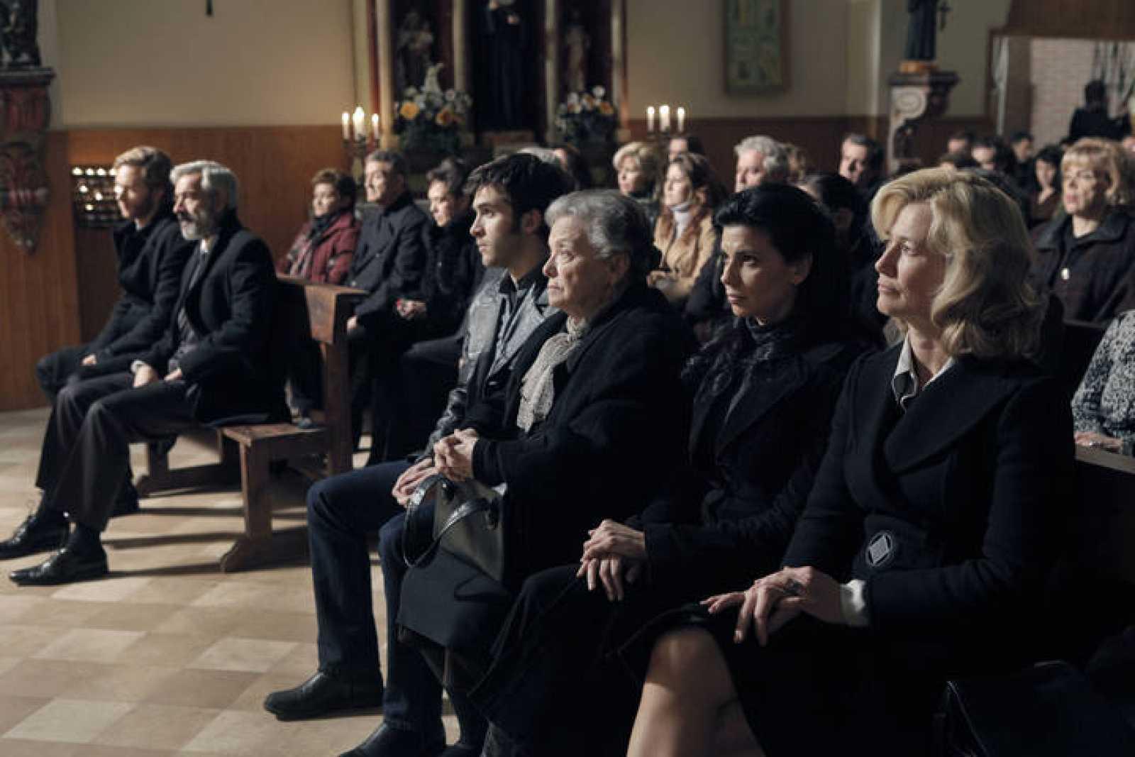 La familia Alcántara en el funeral de Eugenio.