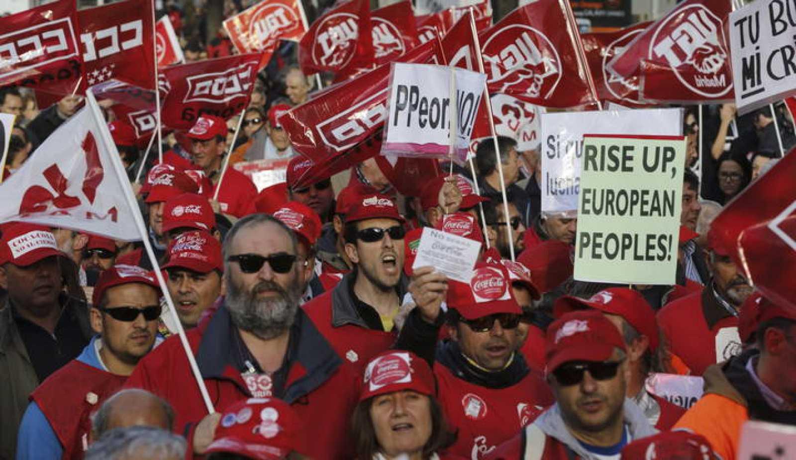 Trabajadores de Coca Cola durante la manifestación contra las políticas de austeridad