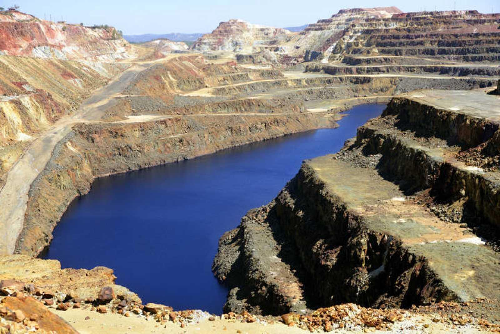 Las minas de Riotinto, que ya no están en explotación, no son la causa de la acidez del río Tinto.