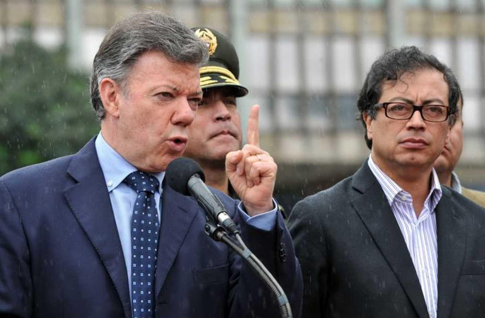 El presidente colombiano restituye a Gustavo Petro como alcalde de Bogotá -  RTVE.es