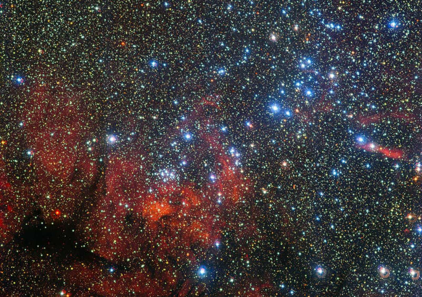 El colorido cúmulo estelar NGC 3590.