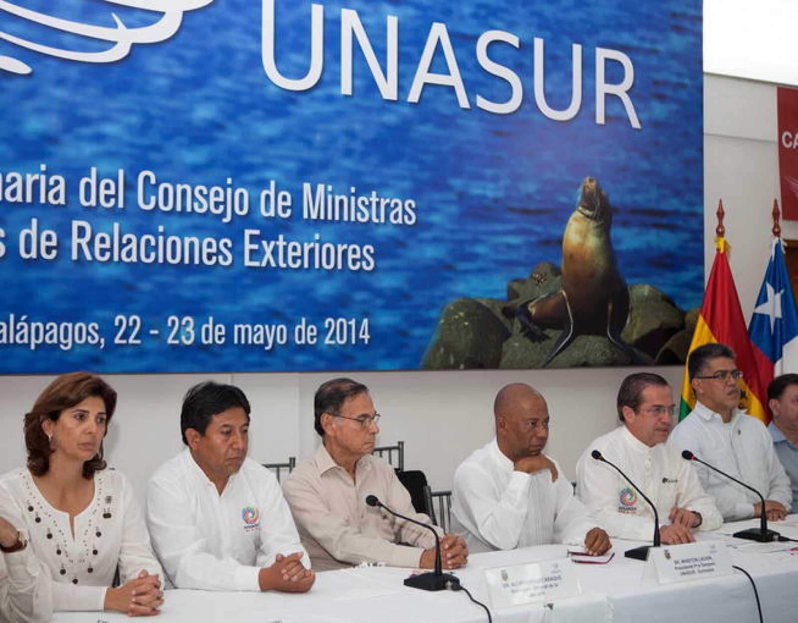 Los cancilleres miembros de Unasur comparecen ante los medios para comunicar el rechazo a la propuesta estadounidense