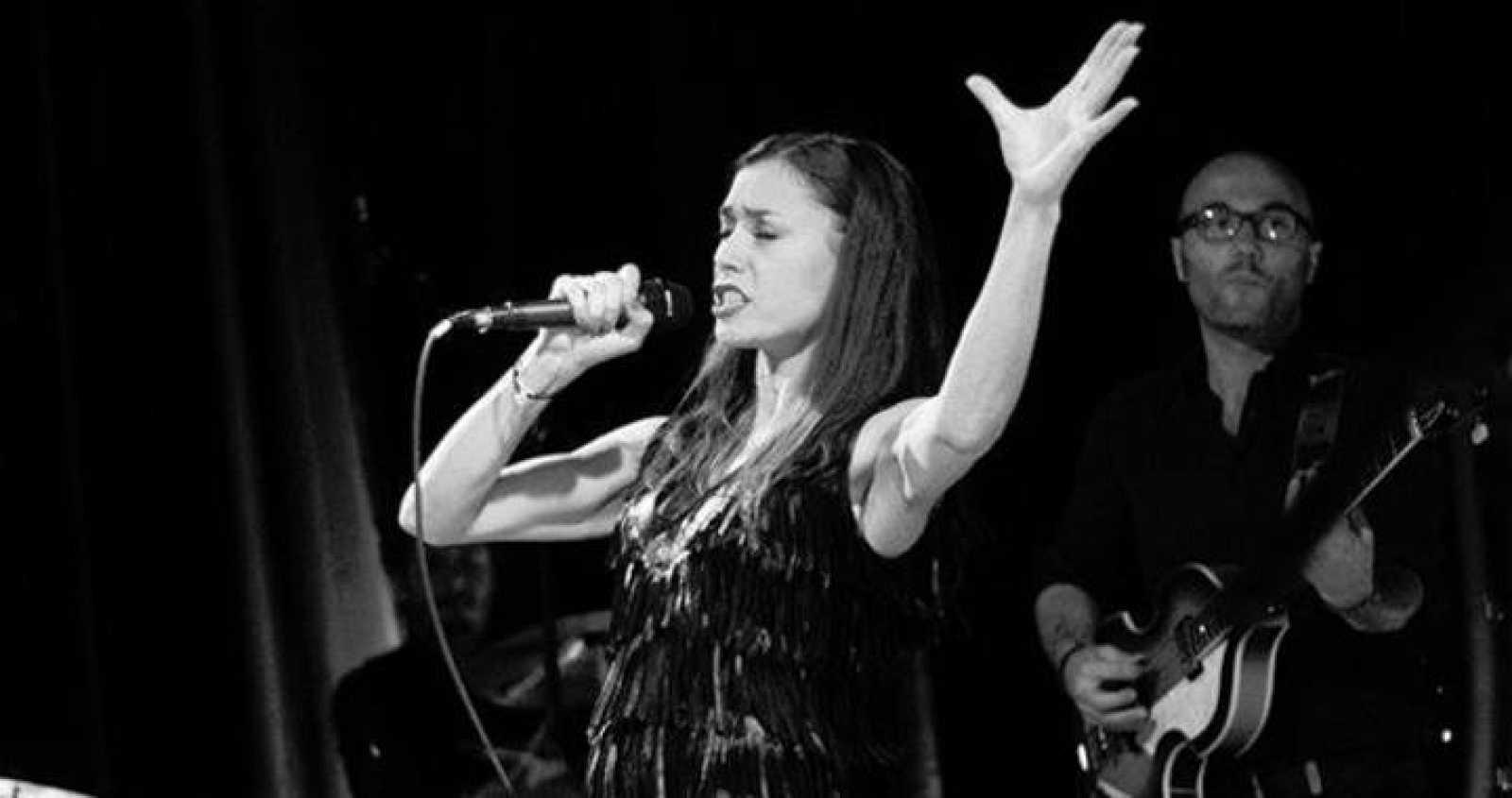 La cantante francesa Olivia Ruiz en la gira de 'Le calme y la tempête'
