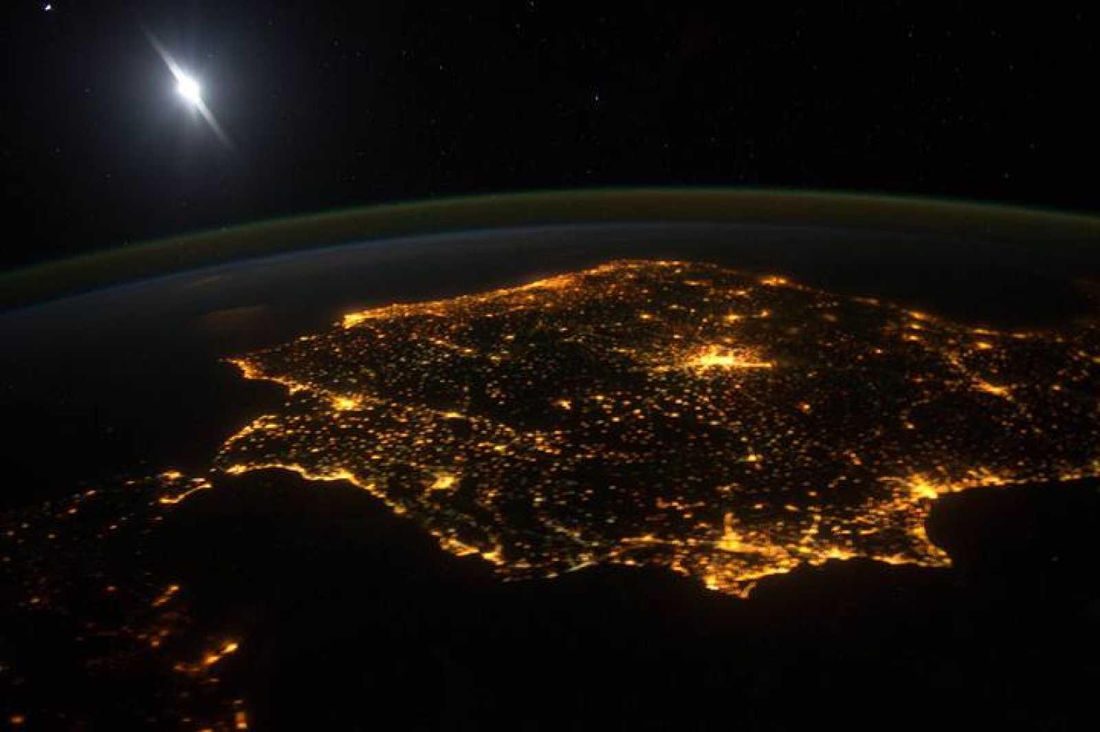 La Península Ibérica captada de noche desde la Estación Espacial Internacional.